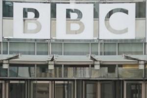 كارثة تحل بـ800 مذيع في شبكة BBC البريطانية..تعرف عليها