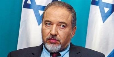شاهد.. استقالة وزير الدفاع الإسرائيلي رسمياً