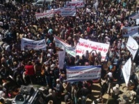 رفضًا لحزب الإصلاح.. مظاهرات حاشدة في تعز لدعم اللواء 35 مدرع «تفاصيل»