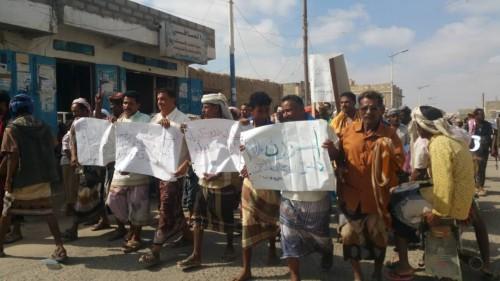 تظاهرة غاضبة من سكان أحور للمطالبة بحل أزمة الكهرباء