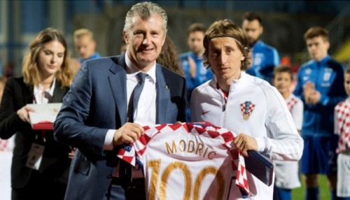 رئيس الاتحاد الكرواتي يطالب بمنح مودريتش الكرة الذهبية