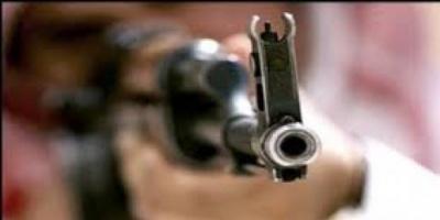 """مواطن سعودي يثير الرعب بإطلاق النار من سلاح """"كلاشنكوف"""""""