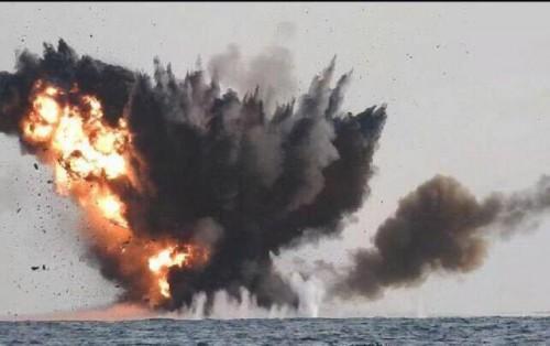 قوات التحالف تدمر زورقاً حوثياً مفخخاً بالبحر الأحمر