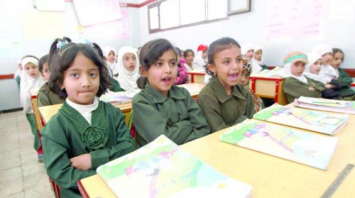 مليشيا الحوثي تحرم نحو 1200 معلم بصنعاء والحديدة من رواتبهم