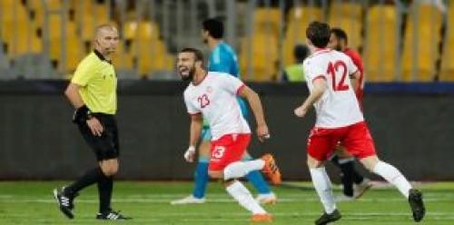 انتهاء الشوط الأول من مباراة مصر وتونس بالتعادل 1-1