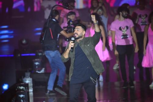 بالصور.ز تامر حسني يتألق في حفله الأخير بالقاهرة