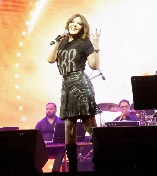 """""""صور"""" سميرة سعيد تشعل المسرح في حفلها بالقرية العالمية بدبي"""