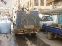 في صنعاء.. الحصول على المياه مقابل الدولار