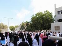 وقفه احتجاجية لطلاب كلية الصيدلة في عدن لسوء الخدمات الجامعية (صور)