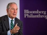مليادير أمريكي يتبرع بقرابة ملياري دولار لدعم الطلاب الفقراء