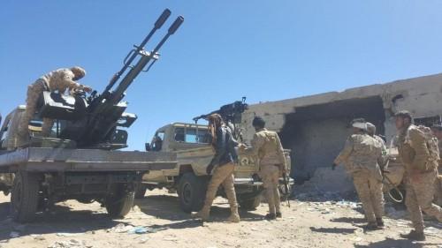 مواجهات متقطعة بين الجيش والمليشيا بالبيضاء