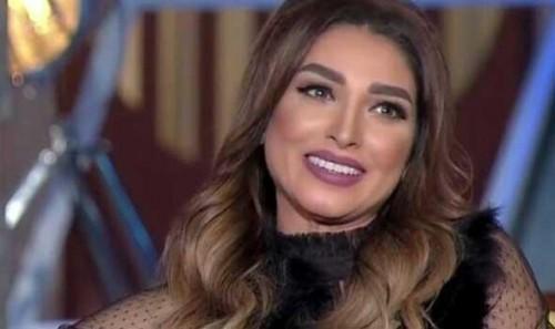 الفنانة روجينا تطمئن على الحالة الصحية لأحمد زاهر