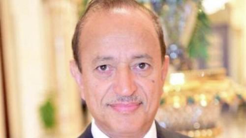محافظ تعز يطمأن هاتفيا على صحة رئيس الجامعة