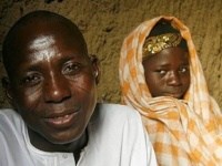 """سوداني يعرض طفلته للزواج في مزاد على """"فيسبوك"""""""