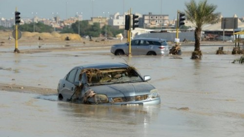 سيول الكويت تكشف ألغاماً ومخلفات عسكرية