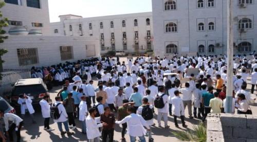 إضراب طلاب «الصيدلة» بجامعة عدن لليوم الثالث.. تعرف على المطالب