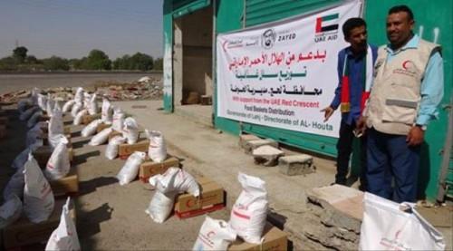 «الهلال الإماراتي» يوزع 500 سلة غذائية بمديرية الحوطة في لحج