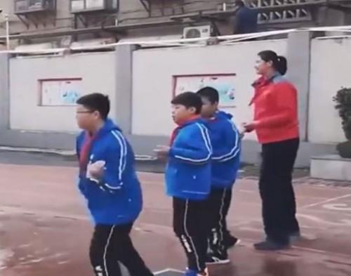 أطول فتاة في العالم .. تبلغ 11عامًا