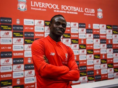ليفربول يعلن عن تجديد عقد نجم الفريق حتى عام 2023