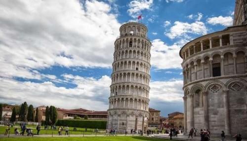 استقامة برج بيزا المائل تهدد مكانته السياحية