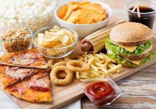 خبراء تغذية يحذرون من تناول بعض الأطعمة بالخارج ..تعرف على الأسباب