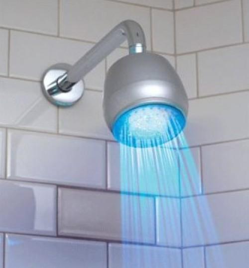 أخطاء تدمر الشخص خلال الاستحمام.. تعرف عليهم