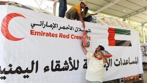 «الهلال الإماراتي» يقدم 200 طن مكملات غذائية لأطفال الحديدة