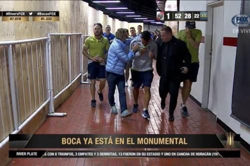 نجم برشلونة يعلق على أحداث شغب مباراة بوكاجونيورز وريفيربليت