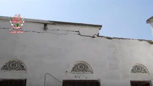 بالفيديو.. لحظة نجاة مواطن من موت محقق بقذائف الحوثي في الحديدة