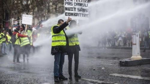 صحفي لبناني: قمع التظاهرات بفرنسا فضح المحرضين على السعودية