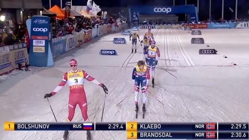 """متزلج نرويجي يدفع ثمن احتفاله المبكر بالفوز """"فيديو"""""""
