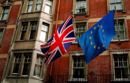 عادل الشبحي يُغرد عن خروج بريطانيا من الاتحاد البريطاني