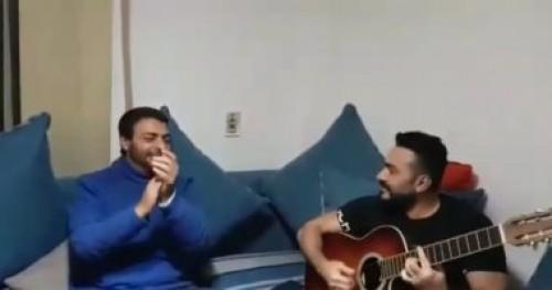 """""""فيديو"""" وصلة غناء تجمع بين النجم تامر حسني وحميد الشاعري"""