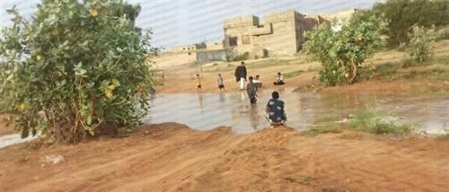 هطول أمطار غزيرة ومتوسطة بمحافظة المهرة