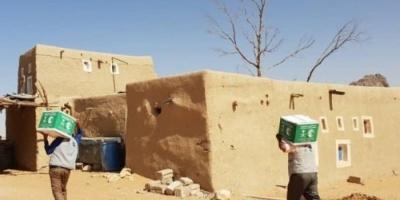 مركز الملك سلمان للإغاثة يوزع مساعدات غذائية في حجة (تفاصيل)