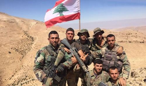 الجيش اللبناني يحرر 27 سوريا مختطفاً ويعتقل الخاطفين