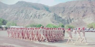 شاهد.. عرض عسكري مهيب في محافظة عدن