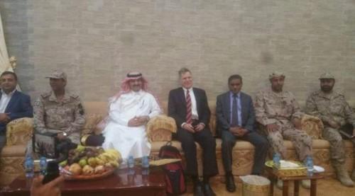 وصول سفير أمريكا لدى اليمن إلى مطار الريان بالمكلا