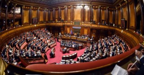 إيطاليا تقلص حق اللجوء لبلادها وتزيد من تمويل الشرطة