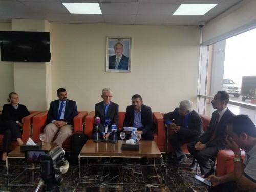 مسؤول الشؤون الإنسانية بالأمم المتحدة يصل عدن (صور)