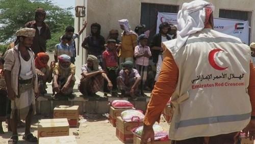 الهلال الأحمر الإماراتي يواصل تقديم المساعدات لأهالي أبين