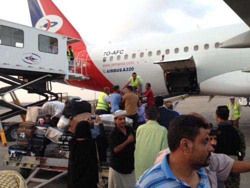 شاهد.. وصول جثمان القيادية الجنوبية زهرة صالح إلى مطار عدن