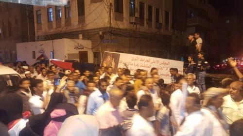 بمشاركة الآلاف.. تشييع جثمان القيادية الجنوبية زهرة صالح (شاهد)