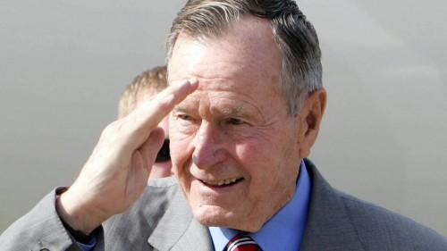 """هاشتاج """"جورج بوش الأب"""" يتصدر تويتر بعد ساعات من وفاته"""