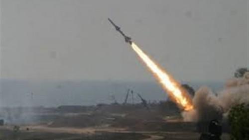 الدفاعات الجوية تعترض صاروخا باليستيا في سماء مأرب