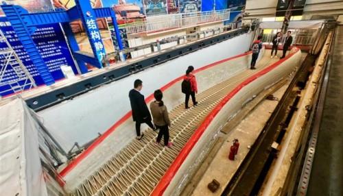 الصين تفتتح لأول مرة جسر مشاه ثلاثي الأبعاد