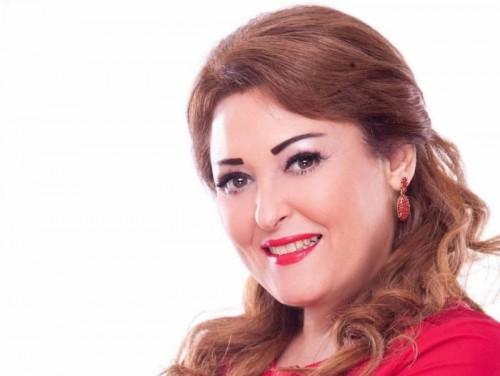 """الفنانة نهال عنبر تطمئن الجمهور على الحالة الصحية لابنها حسام الحسيني """"فيديو"""""""