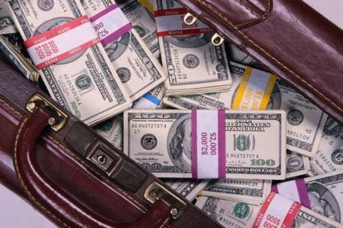 ضبط مدرس مصري استولى على مليون ونصف دولار بالنصب