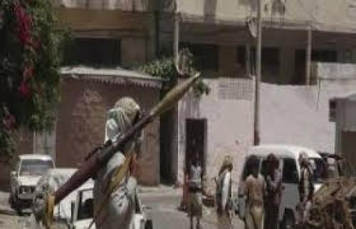 عصابة مسلحة تسطو على 80 مليون من بائع قات في عدن