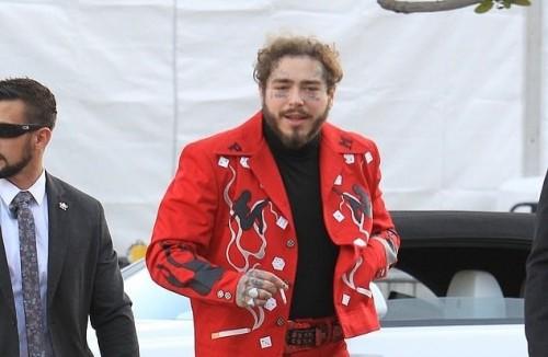 """بدلة المغني العالمي بوست مالون تتسبب في السخرية منه """"صور"""""""